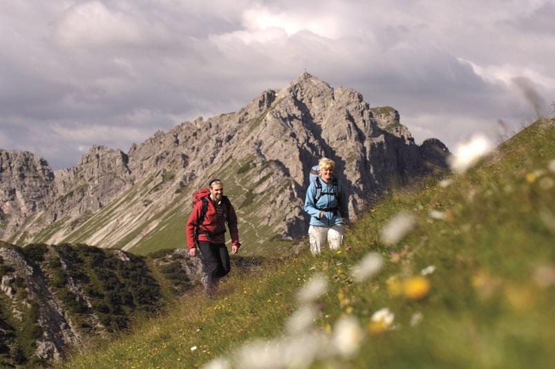 Wandern im Frühling - Einstein Variante 1, Wandern im Tannheimer Tal, Tirol