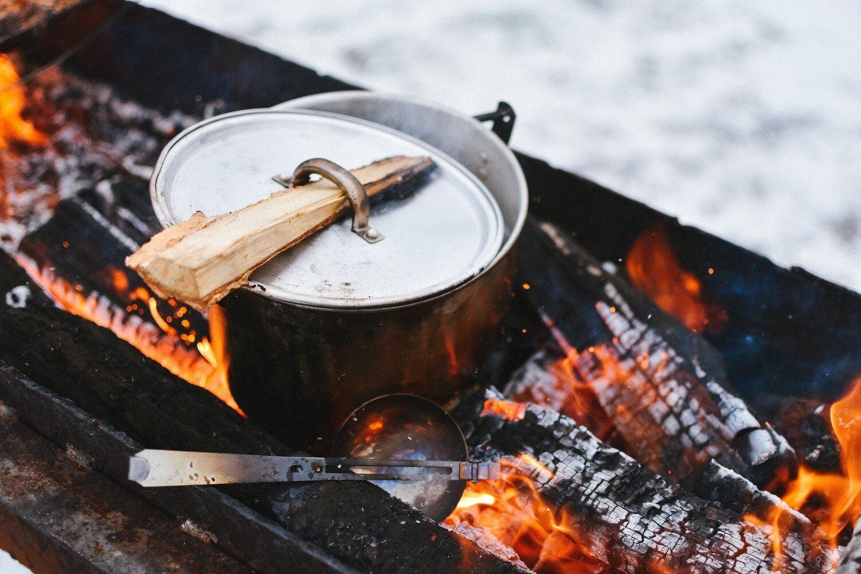 Kochen mit dem Campinggrill