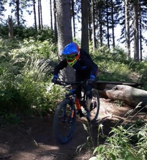 Maja beim Mountainbiking