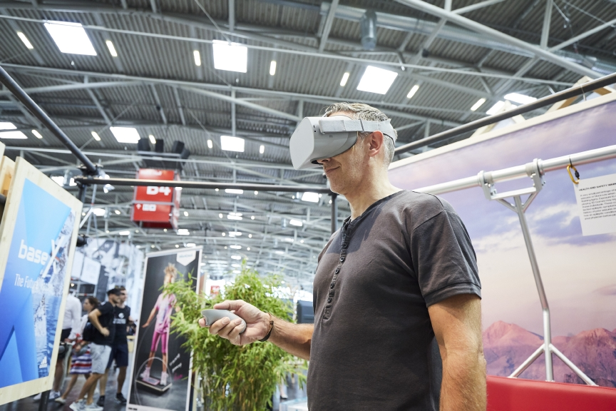 VR-Brille im Einsatz auf der OutDoor by ISPO