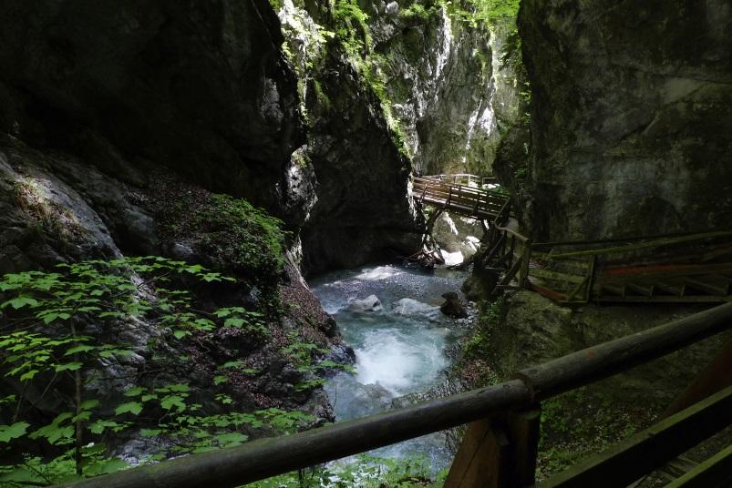 Wandern im Frühling - Wolfsklamm, Wandern am wilden Wasser in Tirol