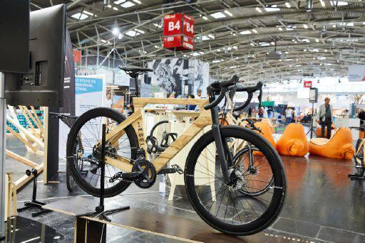 Fahrrad aus Holz von myEsel auf der OutDoor by ISPO