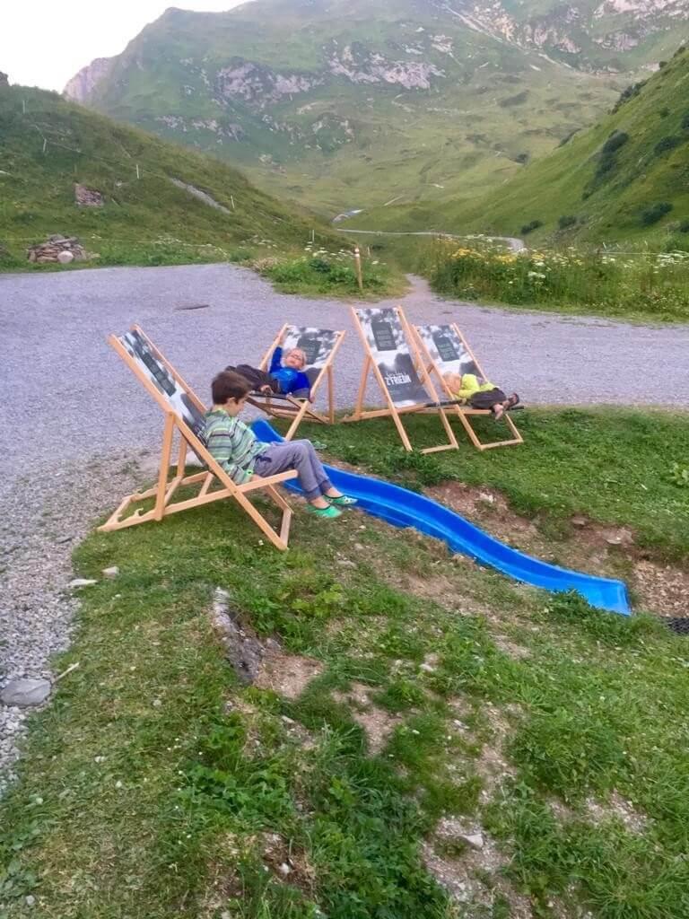 Zur Ravensburger Hütte - die Kinder relaxen