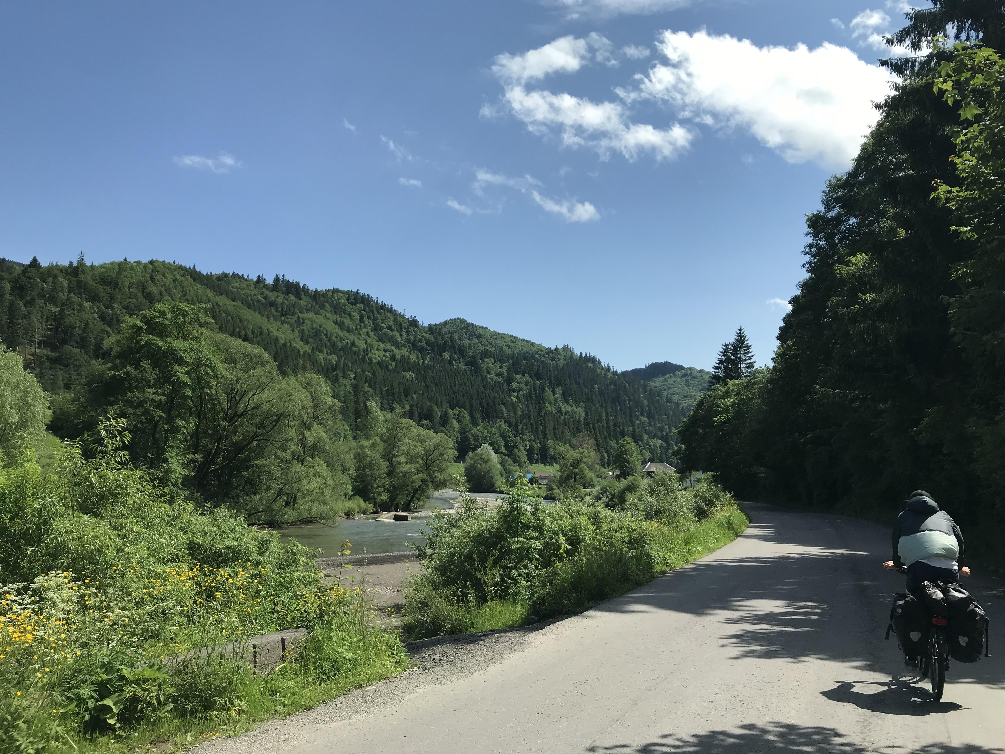 Route entlang einem Flussbett
