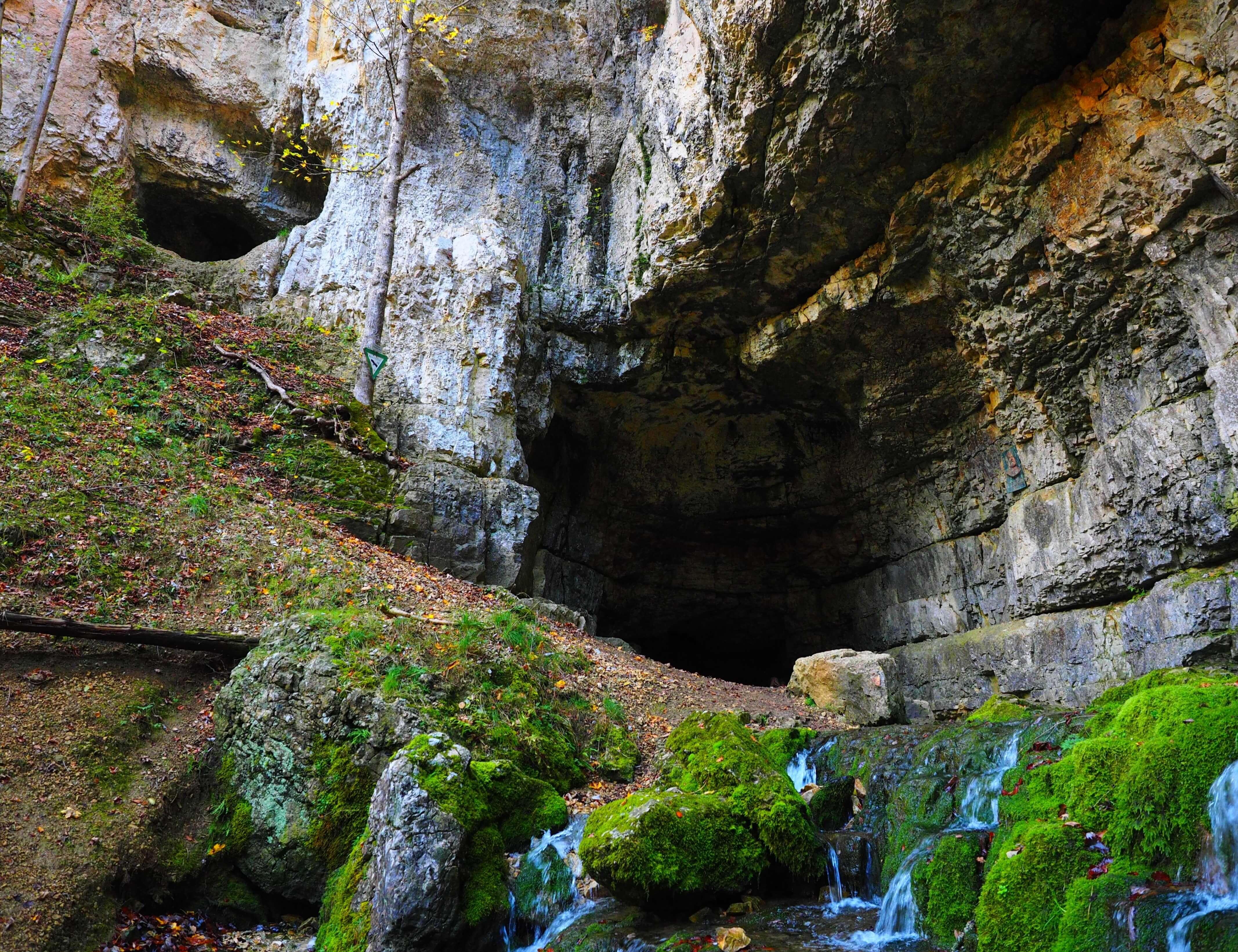 Mini-Abenteuer - Caving in dunklen Höhlen
