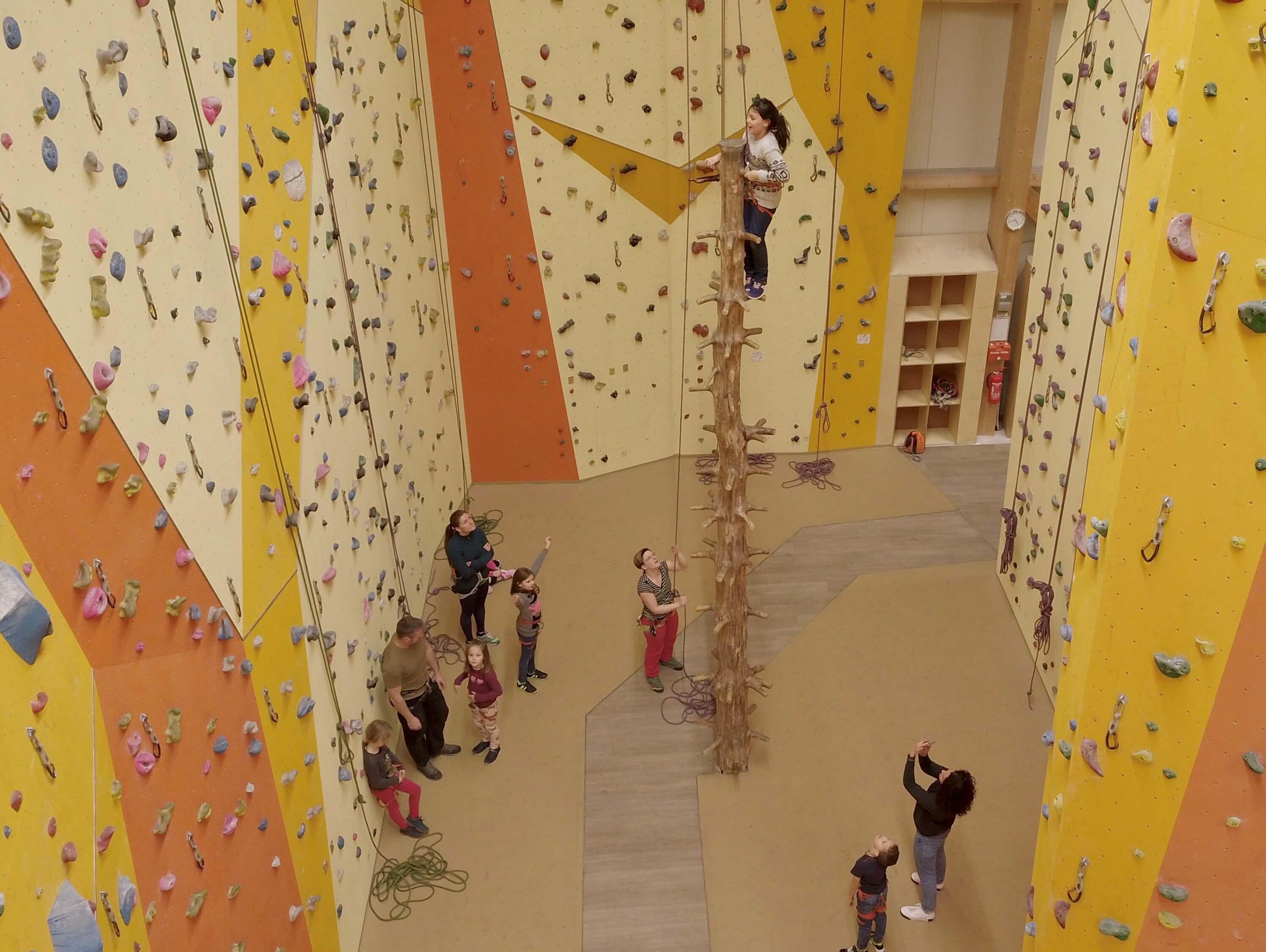 Kinder in der Kletterbar in Hannover