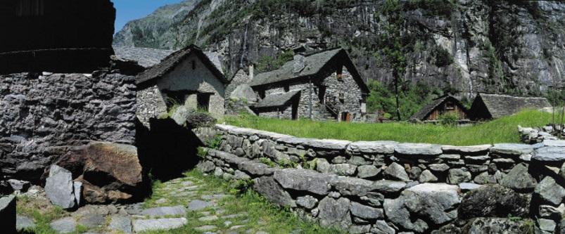 Wandern im Frühling - Val Bavona, Wandern zum Wasserfall Foroglio