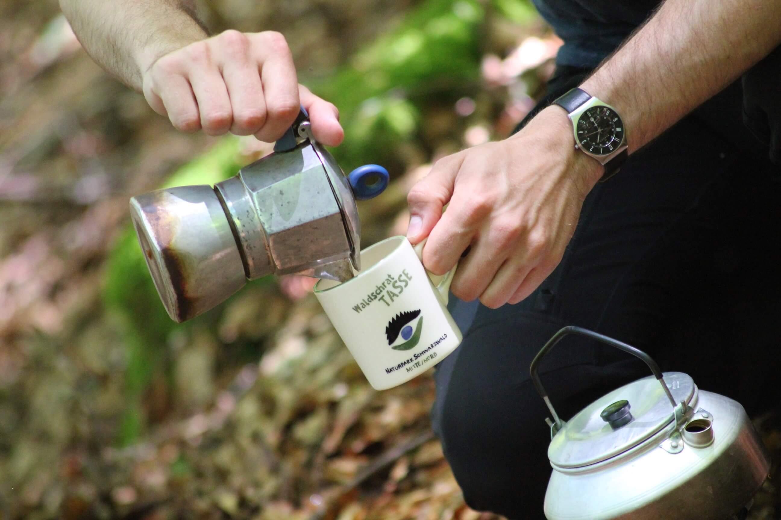 Kaffee kochen beim Trekking im Schwarzwald