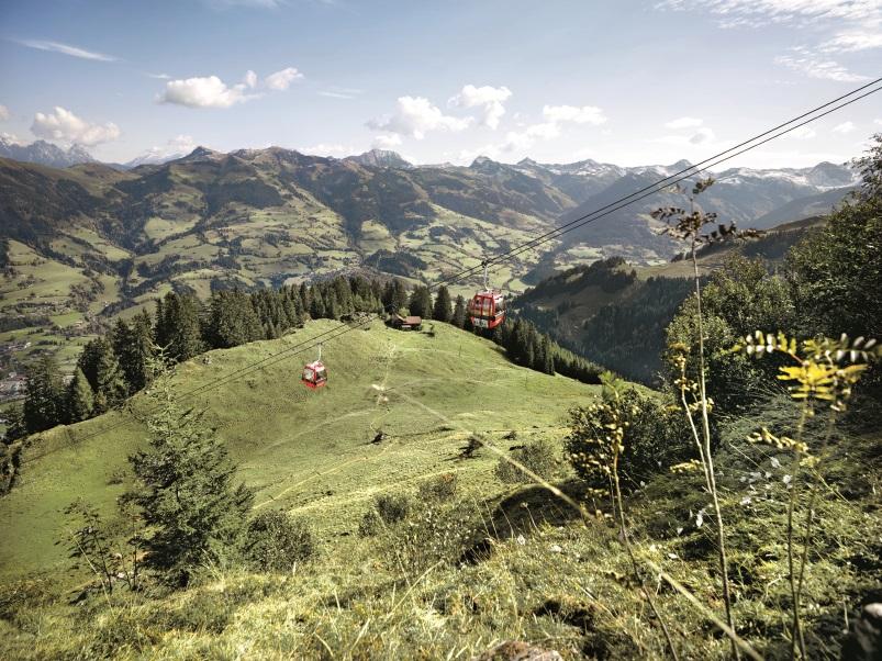 Wandern im Frühling - Hahnenkamm Panoramaweg Kitzbühel