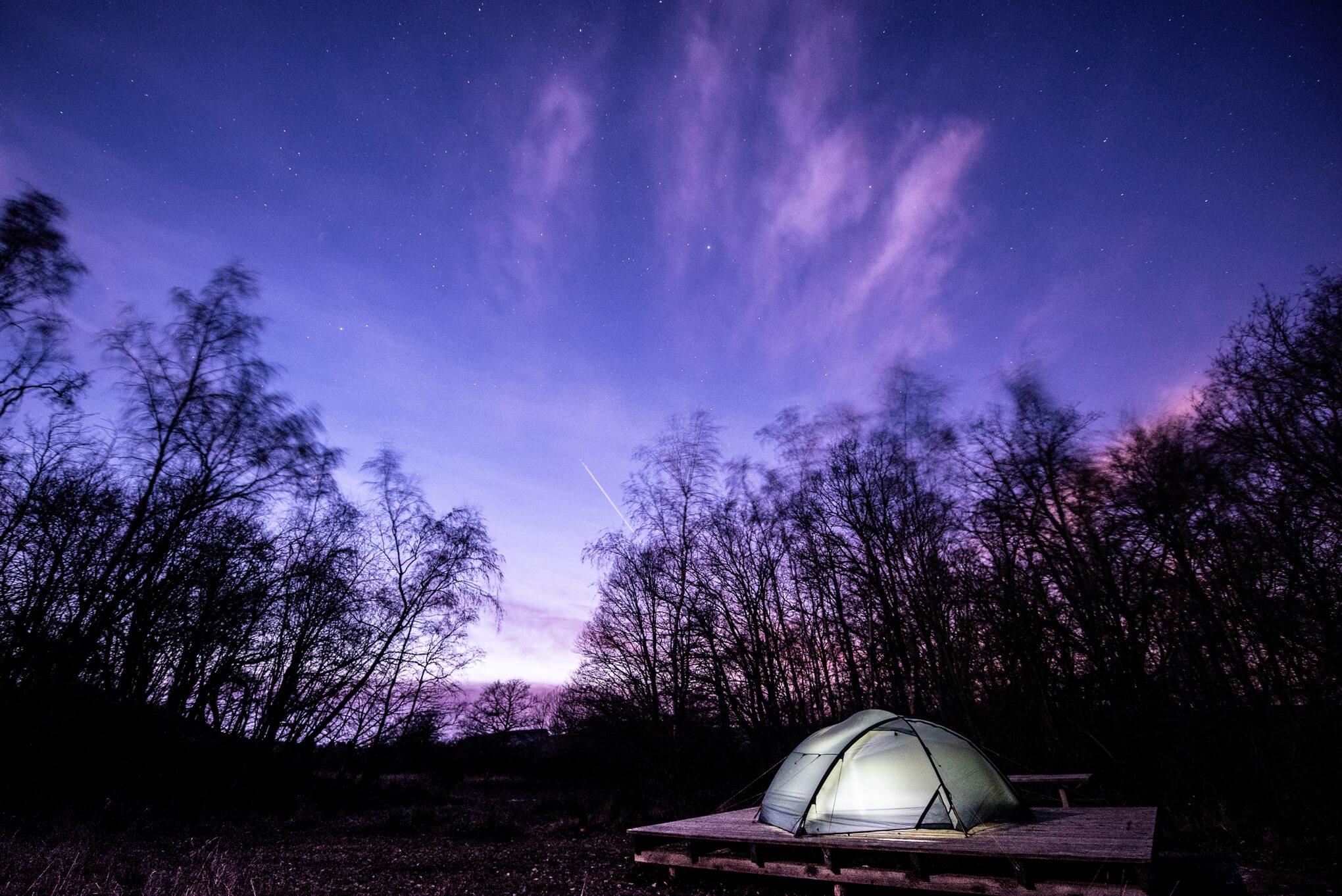 Schlafen unter Sternen beim Eifel-Trekking