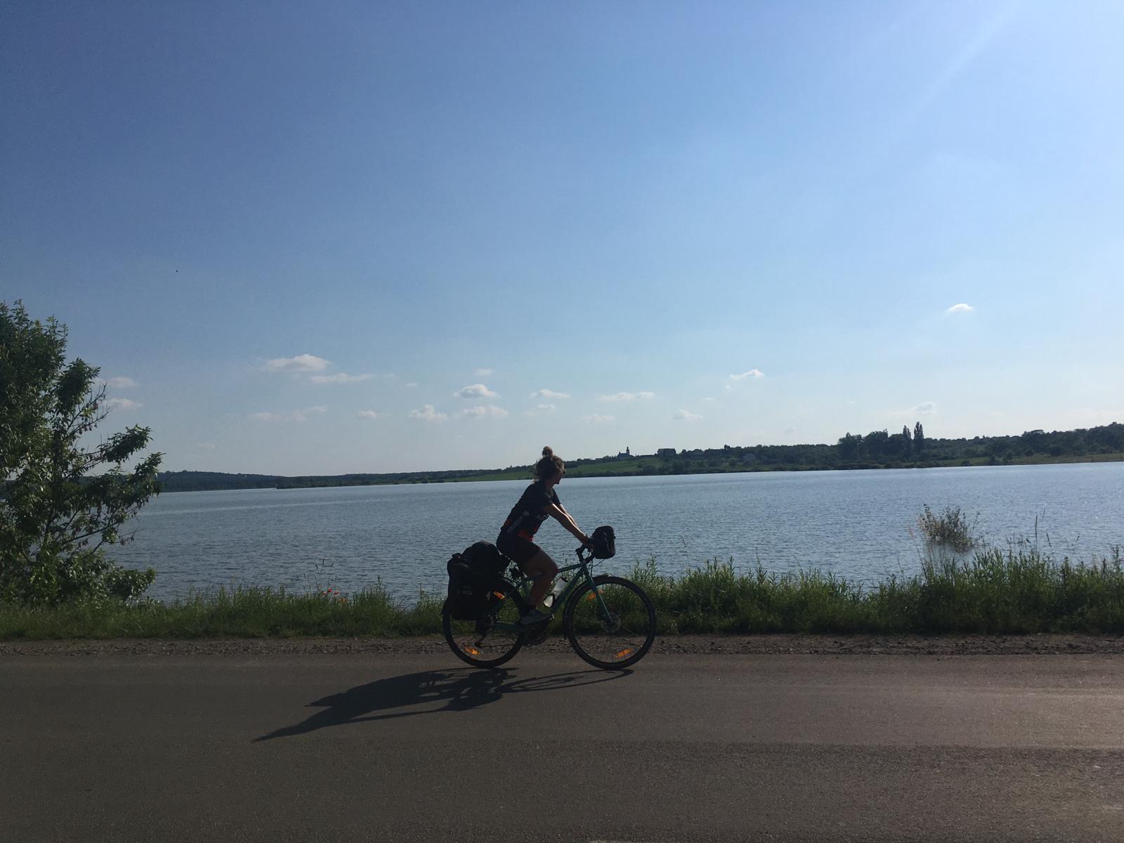 Vorbei an Seen und Flüssen