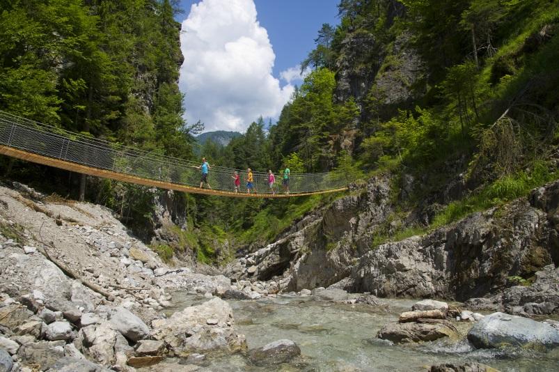 Wandern im Frühling - In der Grießbachklamm in Tirol, Angerlalm