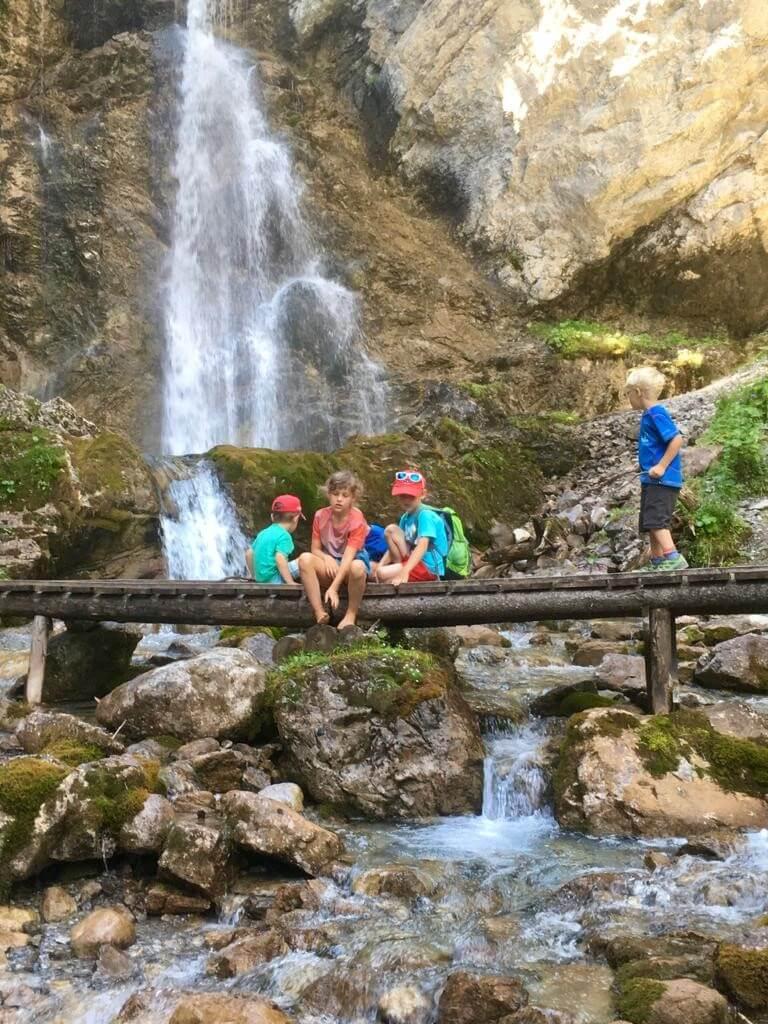 Zur Ravensburger Hütte - Abkühlung am Wasserfall