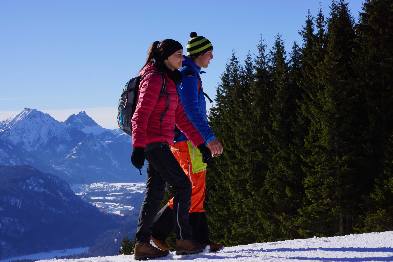 Winterwandern in der Voralpenlandschaft bei Schwangau